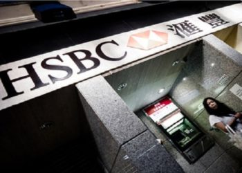 """A woman leaves an ATM of an HSBC branch in Hong Kong on July 30, 2012. HSBC said on July 30 it took a provision of 700 USD million (571 million euros) to cover fines for failing to apply anti-money laundering rules but warned the overall cost could be """"significantly higher.""""   AFP PHOTO / Philippe Lopez HONG KONG-BRITAIN-BANKING-COMPANY-EARNING-HSBC-LAUNDER"""