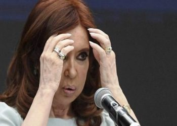 """(FILES) In this file photo taken on November 19, 2018 former Argentine president (2007-2015) and current senator Cristina Kirchner, gestures during the First World Critical Thinking Forum in Buenos Aires. - On February 06, 2019 Argentine anti-corruption judge Claudio Bonadio summoned ex-president Cristina Kirchner to testify as part of the investigation into the so-called """"corruption notebooks"""" case. Kirchner among a hundred other suspects will re-appear before justice from February 20. (Photo by EITAN ABRAMOVICH / AFP)"""