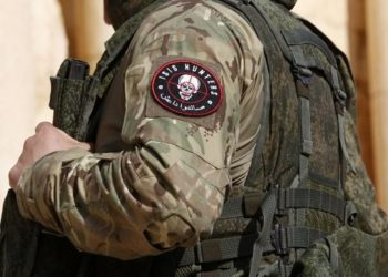XYB04. Palmyra (Syrian Arab Republic), 04/03/2017.- A Syrian soldier with a patch reading 'ISIS hunter' in the historical city of Palmyra, Syria, 04 March 2017. Syrian army troops, with the help of Russian allied forces, recaptured on 02 March Palmyra and the surrounding areas from the militant group IS, which took the area in May 2015. Maamoun Abdu-Karim, the head of the Antiquities and Museums Department in Syria, said that few damages affected the ancient city. (Siria, Rusia) EFE/EPA/YOUSSEF BADAWI