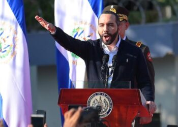 Salvadoran President Nayib Bukele gestures as he speaks to supporters during a protest outside the Legislative Assembly to make pressure on deputies to approve a loan to invest in security, in San Salvador on February 9, 2020. (Photo by MARVIN RECINOS / AFP)