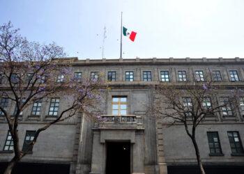 CIUDAD DE MÉXICO, 22FEBRERO2018.- La Bandera de la Suprema Corte de Justicia de la Nación (SCJN) luce a media asta  este día, con motivo del aniversario luctuoso del expresidente Francisco I. Madero, asesinado el 22 de febrero de 1913. FOTO: SCJN /CUARTOSCURO.COM