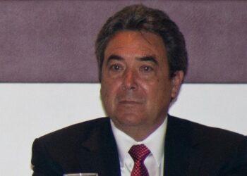 MƒXICO, D.F., 31MARZO2011.- Bruno Ferrari, secretario de Econom'a, Felipe Calder—n Hinojosa, presidente de MŽxico, y Jorge Juan Torres L—pez, gobernador de Coahuila, encabezaron la toma de protesta de la 95» Toma de Protesta de la Concanaco 2011-2012, donde tambiŽn entregaron reconocimientos a los ex dirigentes de dicha agrupaci—n. FOTO: ISAAC ESQUIVEL/CUARTOSCURO.COM